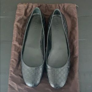 Gucci flats black size 38 very gently worn